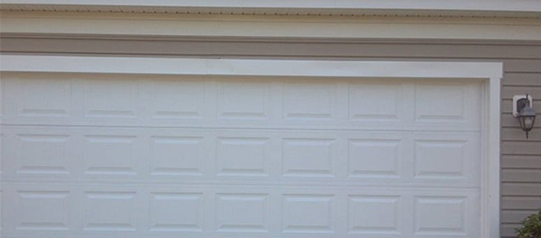 Vinyl Garage Doors in Milwaukee