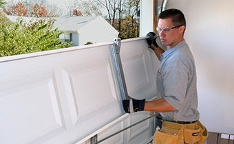 Professional garage door service and sales Kansas City, KS